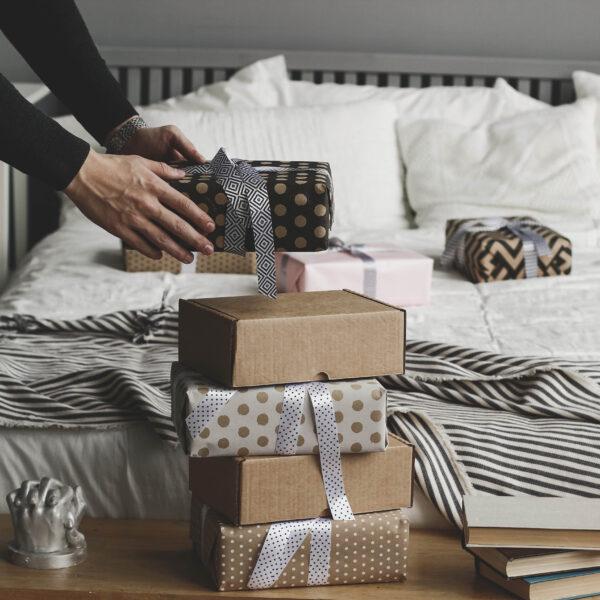 Подарочная упаковка для слепков и скульптур рук в коробочках